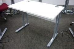 White 1000 x 600mm Desks